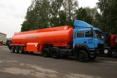 ООО «АВТОМАШ ХОЛДИНГ» вместе с ЗАО «Бецема» представили 3 полуприцепа в сцепке с седельным тягачом «Урал-6470»