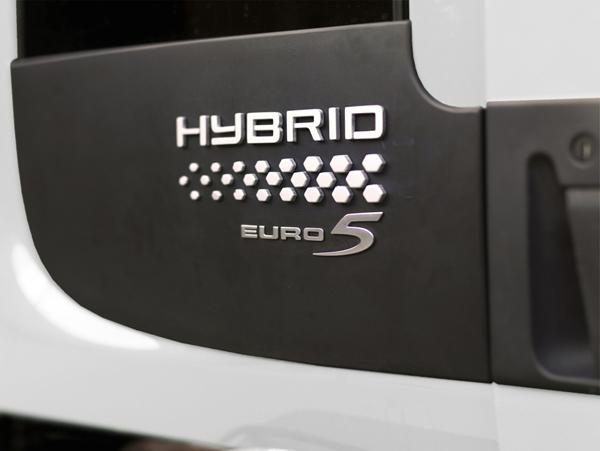 Мусоровозы Volvo с гибридными двигателями – для клиентов во Франции и Англии