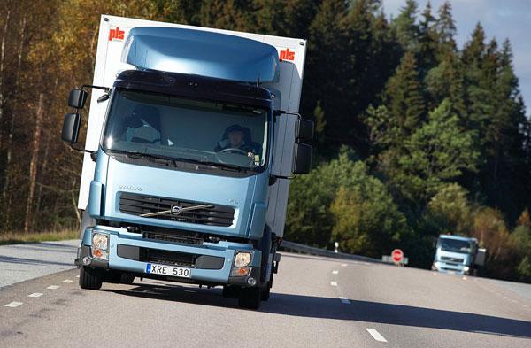 Volvo Trucks испытывает грузовые автомобили с двигателями, работающими на метане и дизельном топливе