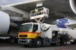 Топливозаправщики на шасси Volvo осуществили имитацию заправки самолета Air ...