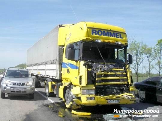 ДТП с тремя большегрузными автомобилями парализовало движение на юго-востоке Москвы