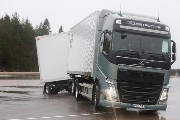 Volvo повышает безопасность на зимней дороге