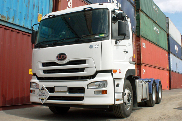 �������� ����: UD Quon Havy Truck