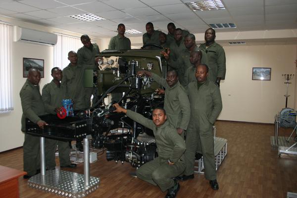 Нигерийские специалисты вооруженных сил, прошли обучение на КрАЗе
