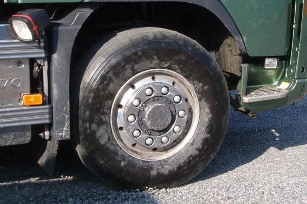 Как продлить срок эксплуатации грузовых шин