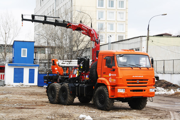 Седельный тягач КАМАЗ-53504 с КМУ Чайка-Amco Veba 815 4s