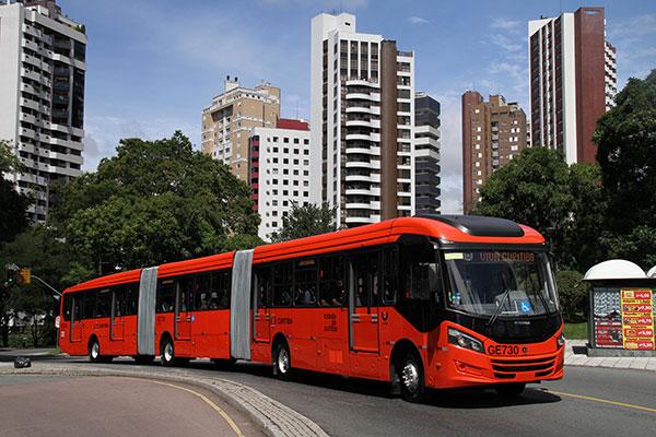 Первые трёхсекционные автобусы Scania с АКП Allison в бразильской Куритибе