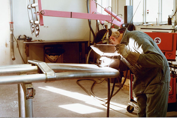 35 лет отбойникам Trux  - как была создана классика тюнинга и как она стала соответствовать закону