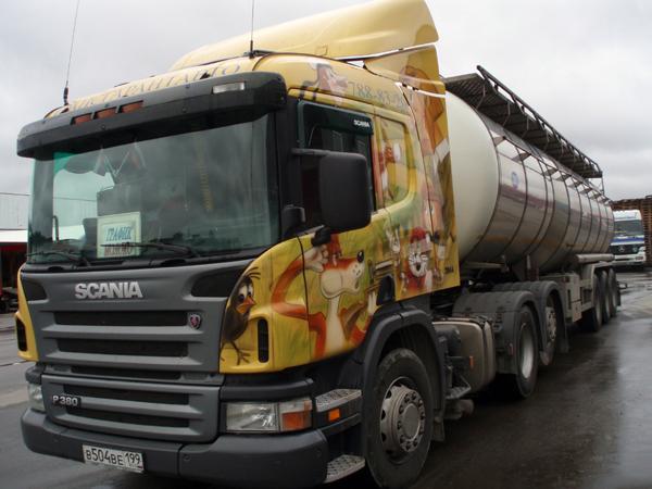 «Простоквашино» развозит молоко на Scania P380 LA6x2HNB