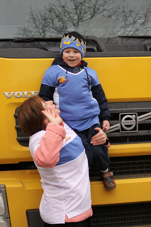 Компания Volvo Trucks передала спортивную площадку в дар детскому дому «Солнышко» в Калуге