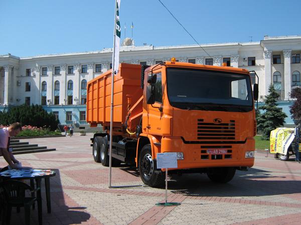 Новый  автомобиль-мусоровоз КрАЗ К 16.2 получил высокую оценку руководства Крыма