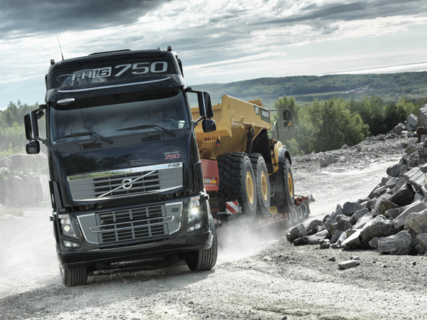 Volvo Trucks отмечает юбилей с флагманским грузовым автомобилем Volvo FH16 мощностью 750 л.с.