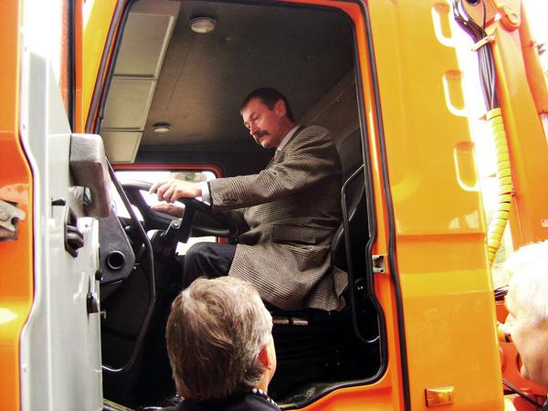 Автомобили-мусоровозы КрАЗ демонстрировались в Черновцах