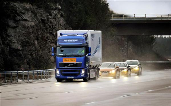 Автоматические караваны во главе Volvo скоро могут выехать на дороги Европы