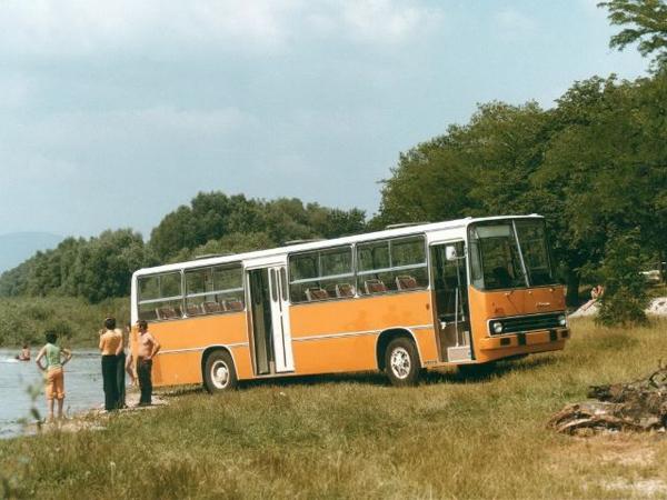 Специальная версия Ikarus 255.74, предназначенная для перевозки детей. Автобус имеет семирядную планировку сидений (104 места для детей и 5 для сопровождающих взрослых). Ikarus 266 (1973)