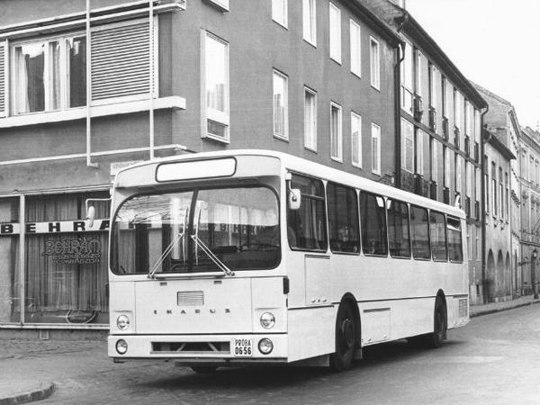 Ikarus 266 отличался от модели 260 заднемоторной компоновкой и наличием двух дверей. Выпускался в двух вариациях: пригородной и городской (количество мест 45 и 30 соответственно). В ноябре 1974 года Ленинградским филиалом НИИАТ были начаты осенне-зимние испытания Ikarus 266 на маршруте 431 Ленинград-Гатчина, так как поставки автобусов этого типа планировались в Ленинград. Позднее от этого отказались. Ikarus 190 (1973–1977)