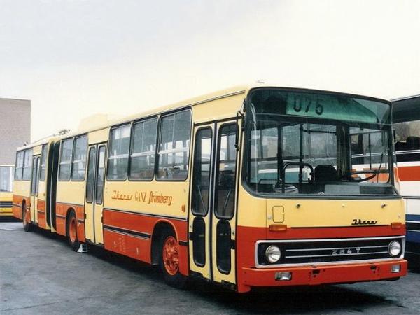 Пригородный автобус среднего класса. Экспортировался в Кувейт (с 1989 по 1990 год). Оснащался автоматической КПП и кондиционером. Стекла автобуса имеют тонировку, а кузов выполнен в традиционной для Кувейта раскраске. Ikarus 284T (1988)