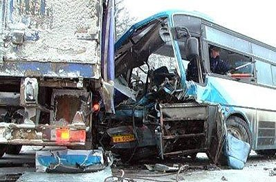 На Московском тракте автобус врезался в КамАЗ: 16 пассажиров в больнице