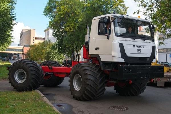 Кировский завод произвел первый автомобиль высокой проходимости «Ямал»