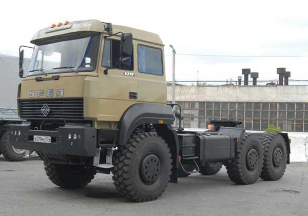 Полноприводный седельный тягач «Урал-63704» с бескапотной кабиной