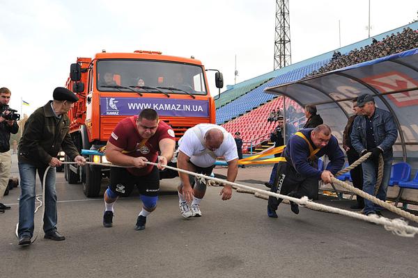 КАМАЗ помог украинским стронгменам установить новый рекорд