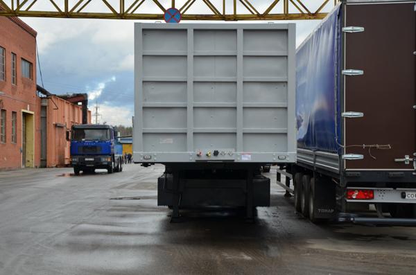 Полуприцеп бортовой ТОНАР 974614 с фитингами - и бортовик, и контейнеровоз!