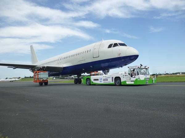 Scania поставит двигатели для аэродромных буксировщиков