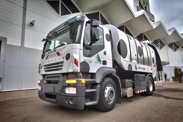 Сверхтихий мусоровоз Kaoussis CRV 1600 на базе Iveco Stralis