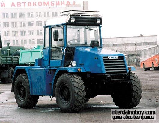 Трактор марки КАМАЗ