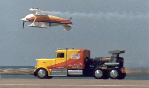 ShockWave Jet Truck: огненный грузовик обгоняет самолёт