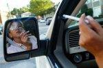 Штрафовать курящих за рулем не будут
